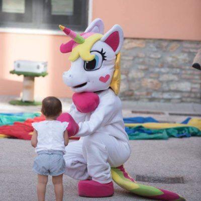Unicorno-monte-fantasy-animatio-mascotte